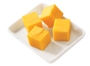 Cheddar_Cheese_Cubes_on_a_Plate