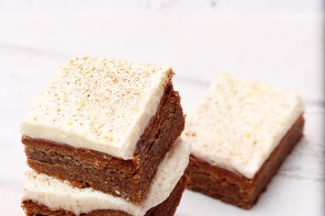 Gingerbread Cookie Bars With Cream Cheese Frosting + Frigidaire Toaster Oven Giveaway