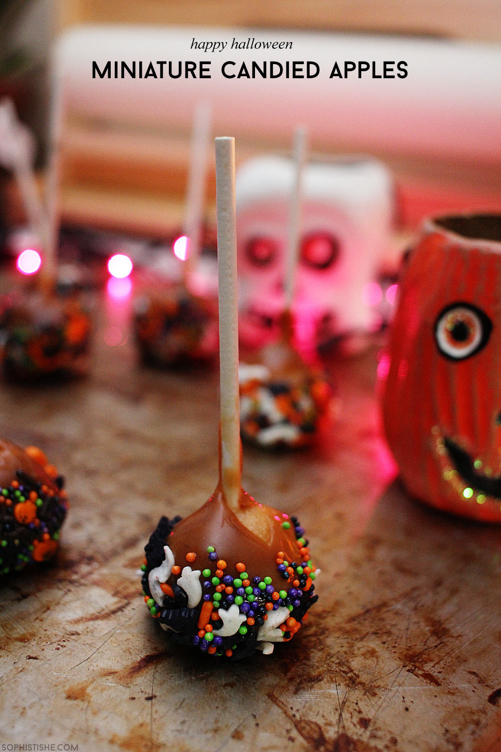 Miniature Candied Apples for Halloween via @sheenatatum
