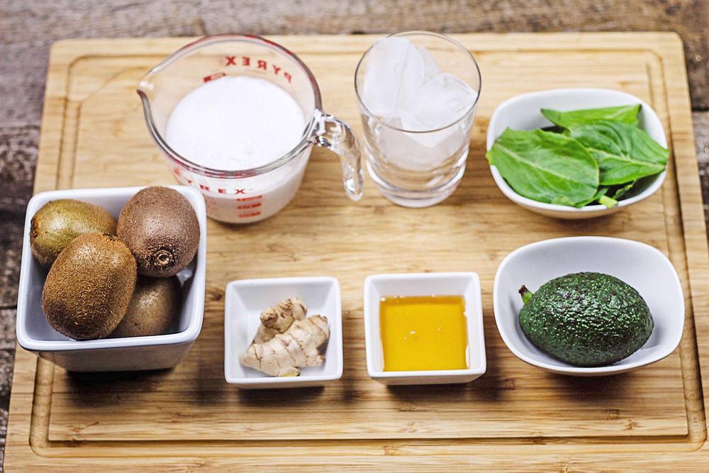 Kiwi-Avocado-Smoothie-ingredients
